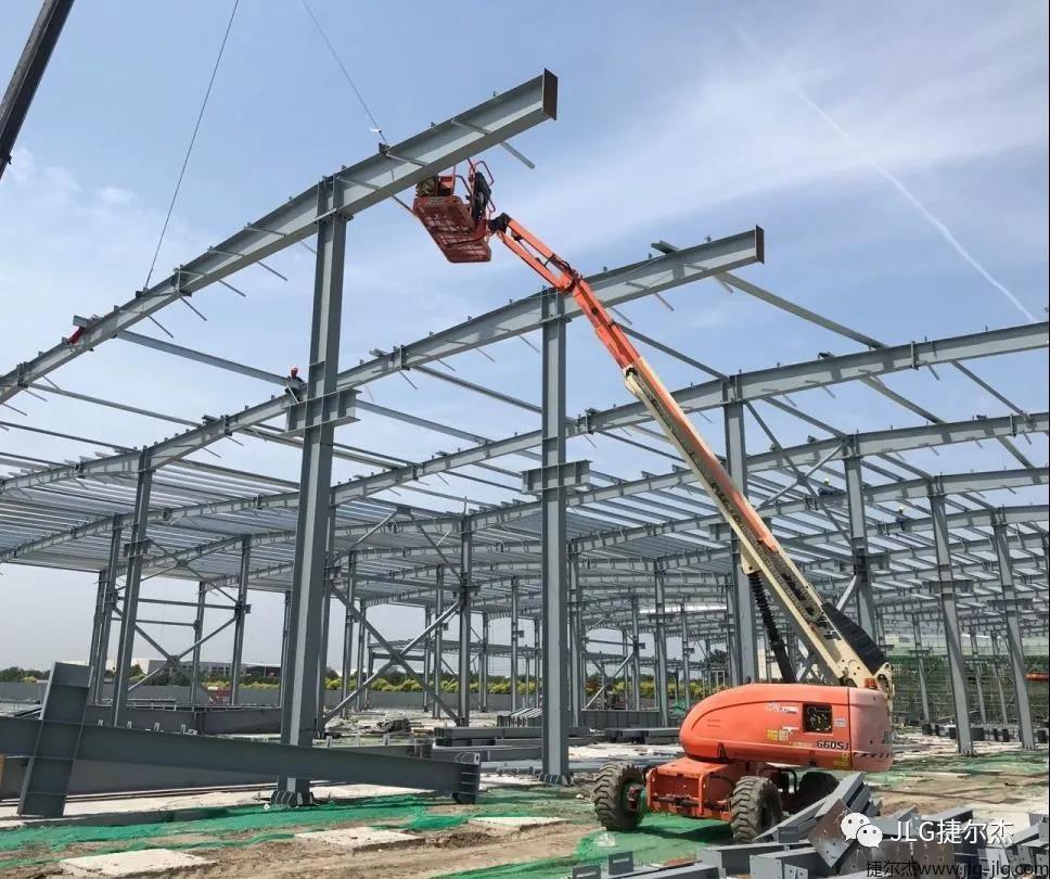 施工现场的JLG捷尔杰高空作业平台